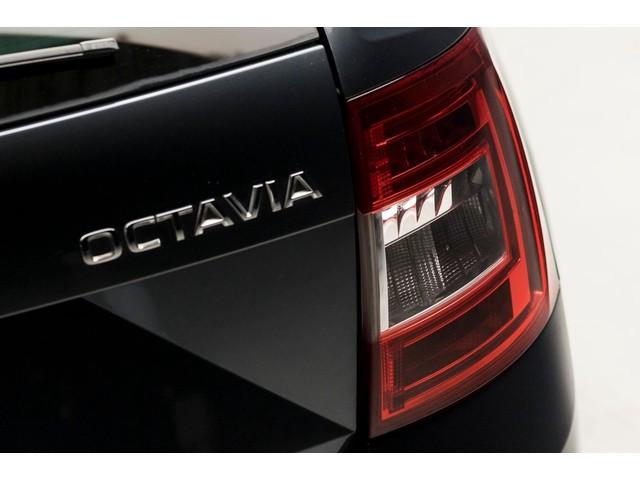 Skoda Octavia Combi 1.6 TDI Elegance Sport (NAVIGATIE, BLUETOOTH, PARKEERSENS, SPORTSTOELEN, GETINT, TREKHAAK AFNB, NIEUWSTAAT)