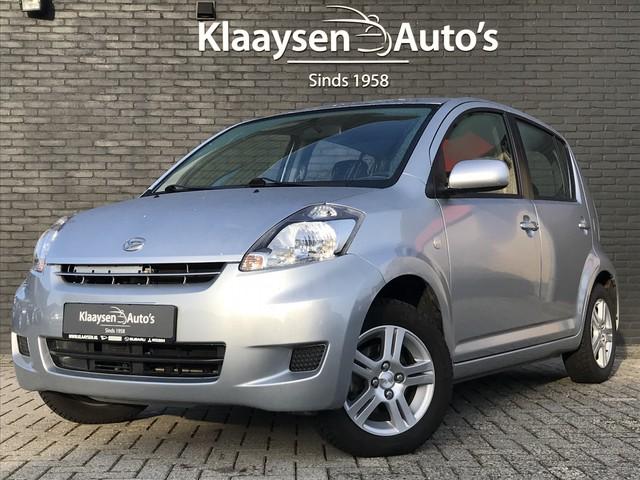 Daihatsu Sirion 2 1.3-16V Prestige AUTOMAAT | 1e eigenaar | dealer onderhouden | airco | lichtmetaal | 26.000 KM | Momo interieur