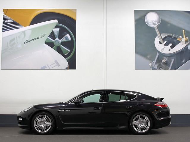 Porsche Panamera S 3.0 V6 Hybrid   Luchtv.   Schuifdak   Porsche Dealer OH.   PDLS   PCM   Comfortseats   Alarm   Stuur en Achterbankverwarming.