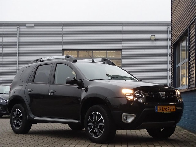 Dacia Duster TCE 125PK 4x2 S&S BLACKSHADOW, COMPLEET SET NIEUWE WINTERBANDEN, NAVIGATIE, CAMERA, AIRCO, CRUISE CONTROL, LEDER