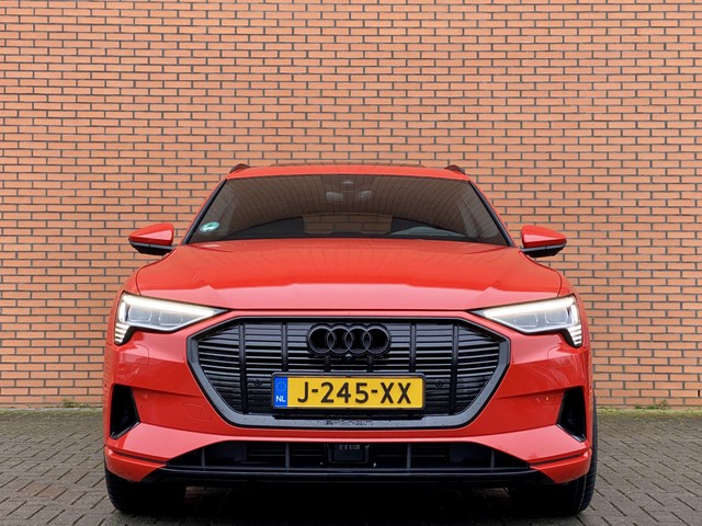 Audi e-tron 55 quattro advanced | Virtual Cockpit | Ex. BTW | 4% Bijtelling | Catalunyarot Metallic | Lane Assist | Softclose | Panoramadak