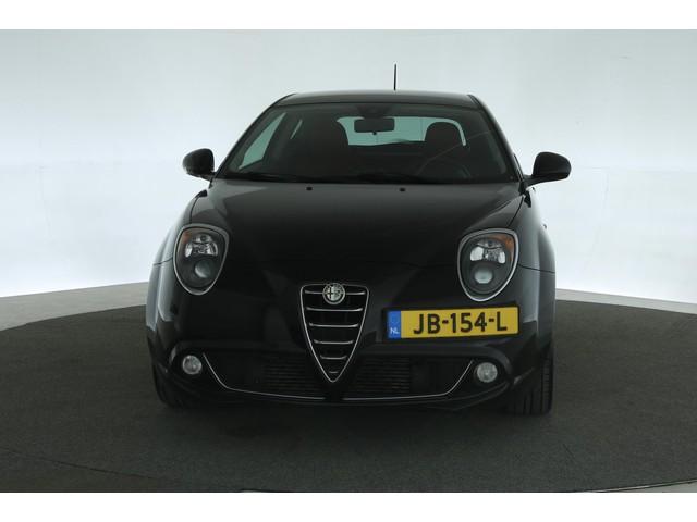 Alfa Romeo MiTo 0.9 T. Air Exclusive [ lederen bekleding -clima - lm velgen - cruise control ]