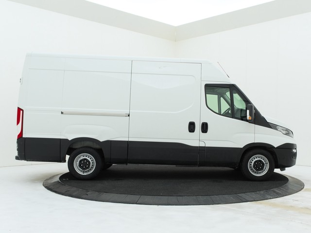 Iveco Daily 35S14 L2H2 | 3500KG trekgewicht | Airco | Cruise | Betimmering | Achteropstap