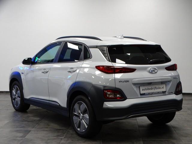 Hyundai Kona EV Premium 64 kWh Ex BTW 4% Bijtelling Leder Navi HUD Clima Camera