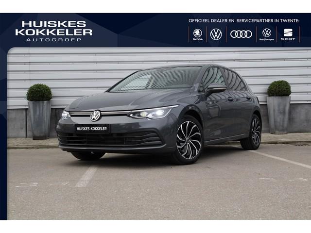 Volkswagen Golf Life 1.5 TSI 130pk Panoramadak Matrix koplampen Adaptive cruise control DAB Parkeersensoren Navigatie Stoelverwarming Verwarmbaa