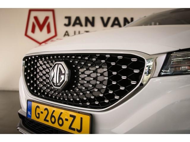 MG ZS EV Luxury   EX BTW   30.200,- INCL.   LEDER   PANORAMADAK   APPLE   ANDROID   DAB   CAMERA