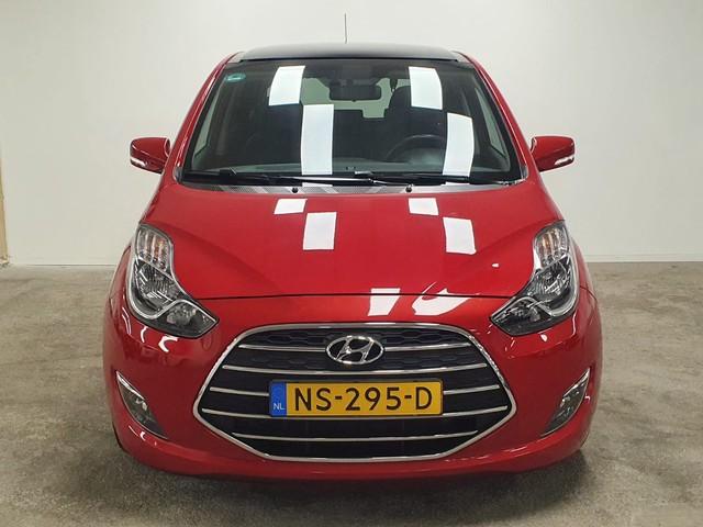 Hyundai ix20 1.6i Premium Automaat met o.a. Panoramadak, Navigatie, lederen bekleding met Stoelverwarming en Parkeercamera.