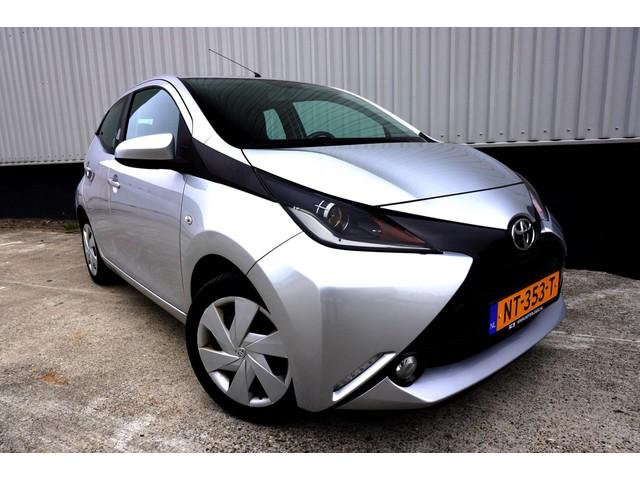 Toyota Aygo 1.0 VVT-i x-play Navi_Airco_Cruise_Camera