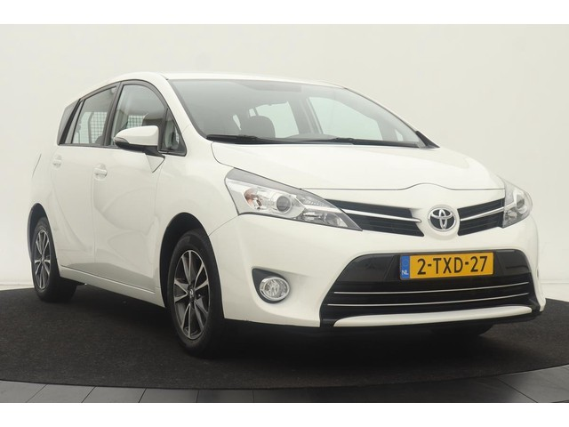 Toyota Verso 1.8 VVT-i Aspiration   Dealeronderhouden   Trekhaak   Achteruitrijcamera   Climate control   Cruise control