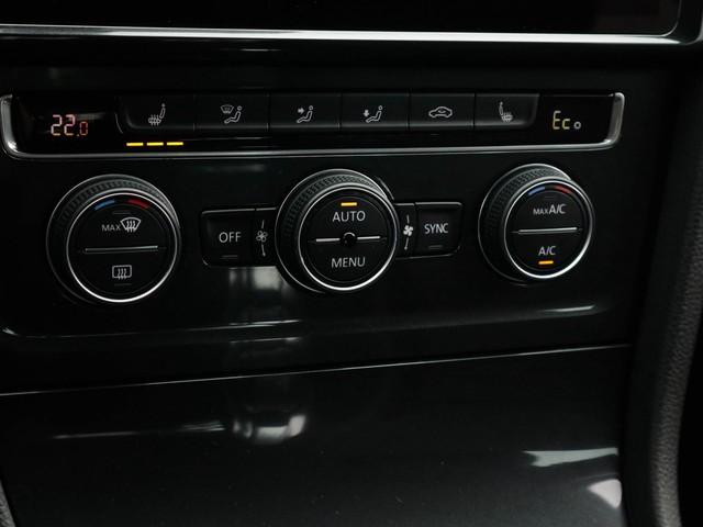 Volkswagen e-Golf e-Golf, (EX BTW) Navigatie, A-Camera, Adoptive-Cruise-Control, Parkeer-Sensoren-V+, 1-Ste-Eigenaar, Dealer-Onderh, Black-Edition