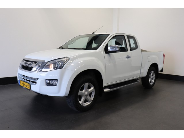 Isuzu D-max 2.5 Extended Cab LS 4WD - A C Climate - Cruise - Trekhaak - € 14.950,- Ex.