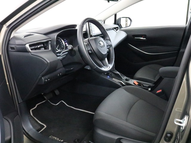Toyota Corolla Sedan 1.8 Hybrid Style limited 17 inch velgen, Climate control, Navi