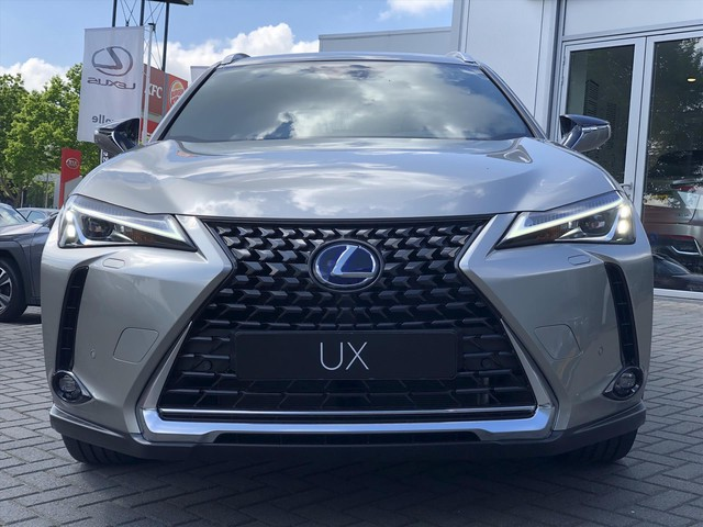 Lexus UX 250h Preference Line Apple Carplay Android Auto 18