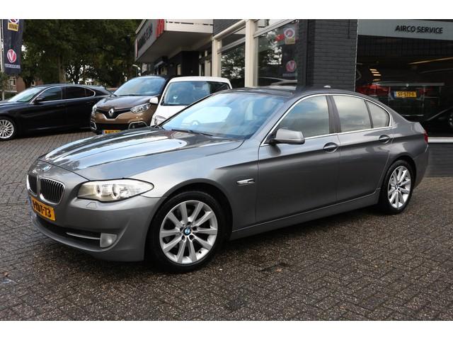 BMW 5 Serie 520i Upgrade Edition Aut. - Navi - Leer - NL auto